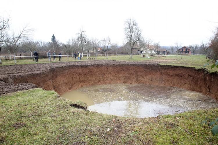 Trideset rupa kod Petrinje, najveća u selu Mečenčani