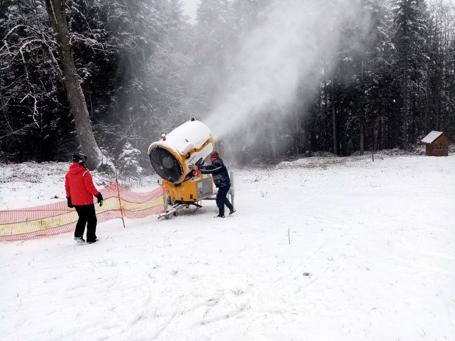 Na Kozari počelo vještačko osnježavanje ski staza