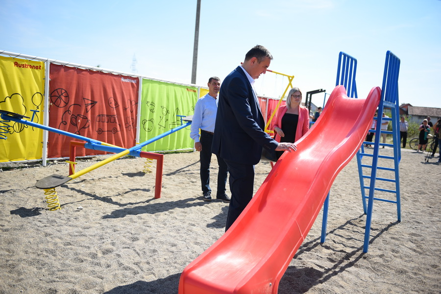 Otvoreno još jedno dječije igralište-lokacija Nova Orlovača